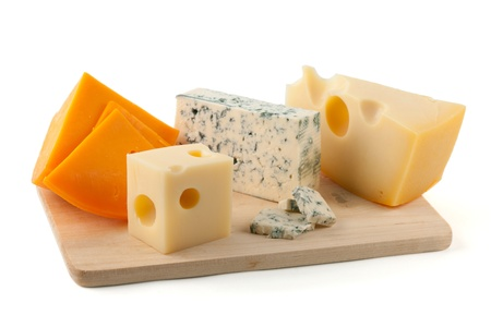 tabla de queso: Junta de queso. Aislados en fondo blanco Foto de archivo