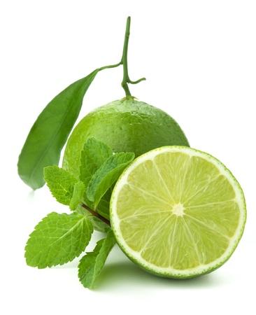 lima limon: Cal madura y menta. Aislados en blanco Foto de archivo