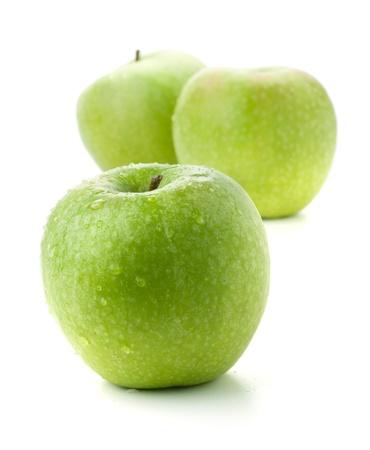 熟したリンゴを 3 個。白で隔離されます。