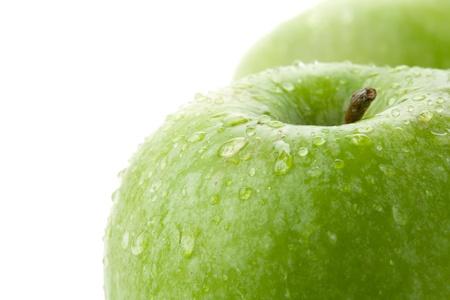 manzana agua: Detalle de manzanas verdes madura. Aislados en blanco