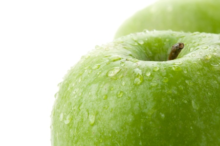 appel water: Rijp groene appels close-up. Geïsoleerd op wit