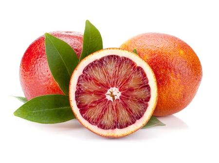 toronja: Rojos naranjas con hojas. Aislados en fondo blanco