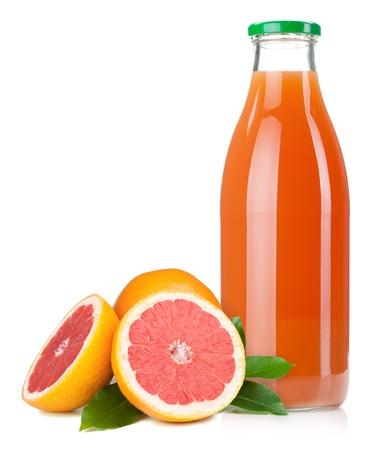 toronja: Botella de vidrio de jugo de toronja. Aislados en fondo blanco