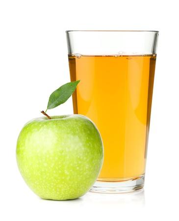 Appelsap in een glas en groene appel. Geà ¯ soleerd op witte achtergrond