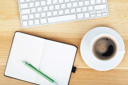 Forniture per ufficio, gadget e tazza di caff?ul tavolo in legno
