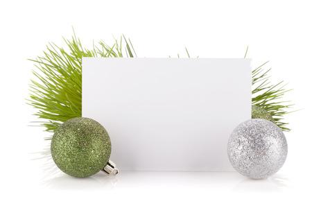 空のギフト カード、クリスマスの装飾。白い背景で隔離