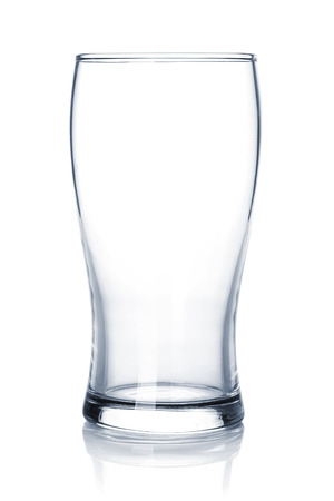 glas: Empty beer glass. Isolated on white background
