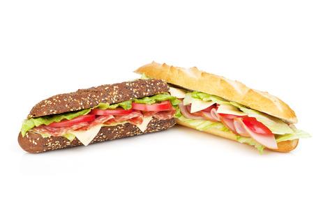 jamon y queso: Sándwiches frescos con carne y verduras. Aislado en el fondo blanco Foto de archivo