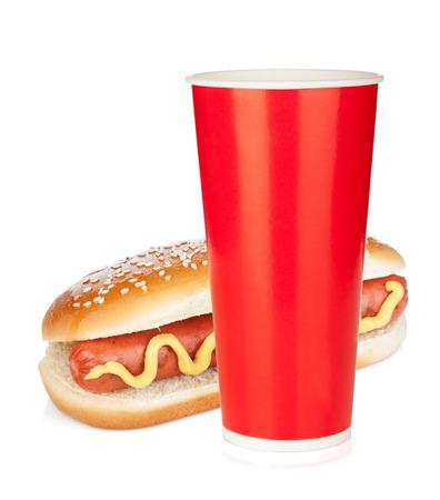 ファーストフードの飲み物とホットドッグ。白い背景で隔離