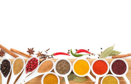 curry: Selecci�n de diversas especias. Aislado en el fondo blanco Foto de archivo