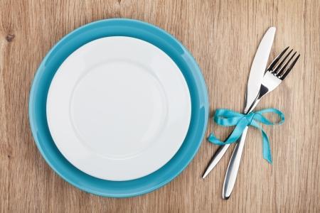 Vork met mes en lege borden.