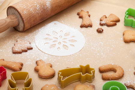 rolling paper: Rolling pin and gingerbread cookies on cooking paper