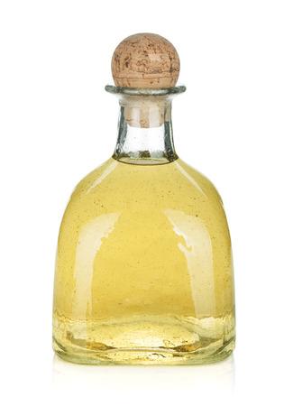 ゴールド テキーラ分離された白い背景の上のボトル 写真素材