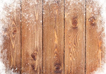 madera r�stica: Vieja textura de madera con la nieve de fondo de Navidad