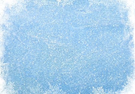 sapin neige: Bleu texture de bois avec de la neige fond noël Banque d'images
