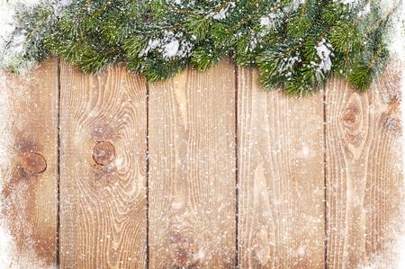 Oud hout textuur met sneeuw en firtree Kerstmis achtergrond Stockfoto