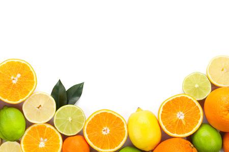 Citrusvruchten die op witte achtergrond met exemplaarruimte worden geïsoleerd Stockfoto