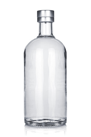 러시아어 보드카의 병입니다. 흰색 배경에 고립 스톡 콘텐츠