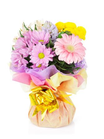 bouquet fleurs: Bouquet de fleurs color�es. Isol� sur fond blanc