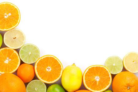 柑橘系の果物。オレンジ、ライム、レモン。コピー スペースと白い背景で隔離 写真素材