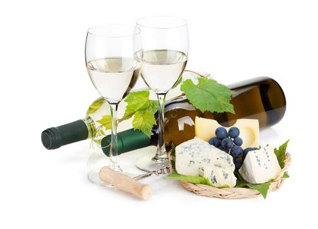 queso blanco: Vino blanco, queso y uvas. Aislado en el fondo blanco Foto de archivo