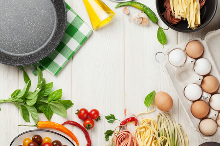 Pasta cooking ingredients and utensils on wooden table. Top view with copy space Stockfoto