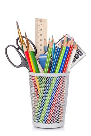 fournitures scolaires: Scolaires et fournitures de bureau. Isolé sur fond blanc
