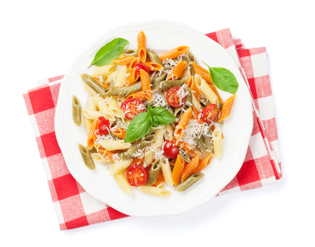 queso blanco: Colorido Penne pasta con tomate y albahaca. Aislado en el fondo blanco Foto de archivo