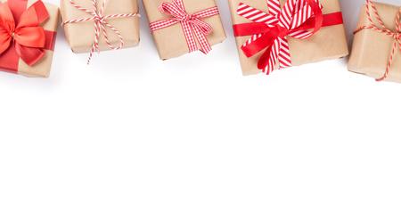cajas navideñas: Cajas de regalo de Navidad. Aislado en fondo blanco con espacio de copia Foto de archivo