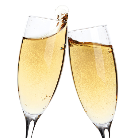 건배! 두 샴페인 잔. 흰색 배경에 고립
