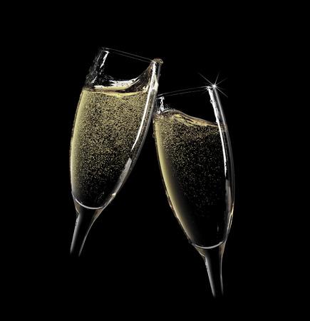brindisi champagne: Saluti! Due bicchieri di champagne. Isolato su sfondo nero