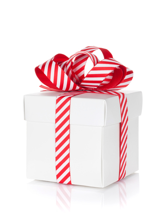 Vánoční dárek box. Na bílém pozadí