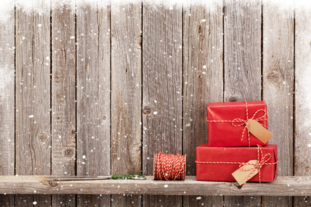 winter wood: Christmas gift boxes in front of wooden wall with copy space