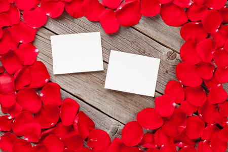rosas rojas: Valentines day blank photo frames over wooden background and red rose petals