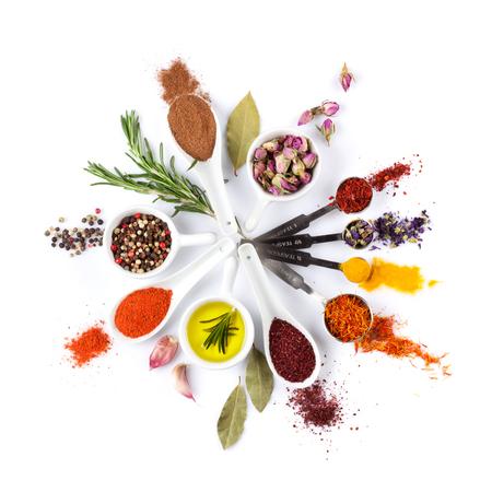 pimenton: Especias, hierbas y condimentos. Aislado en el fondo blanco Foto de archivo