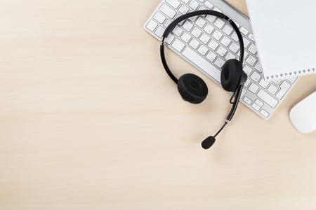 Biurko z zestawu słuchawkowego i PC. Call center stołu. Top veiw z kopi?