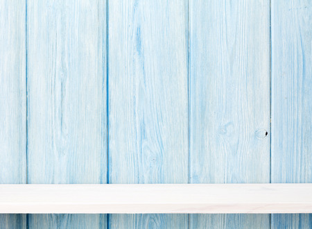 Houten plank voor houten muur. Weergave met kopie ruimte