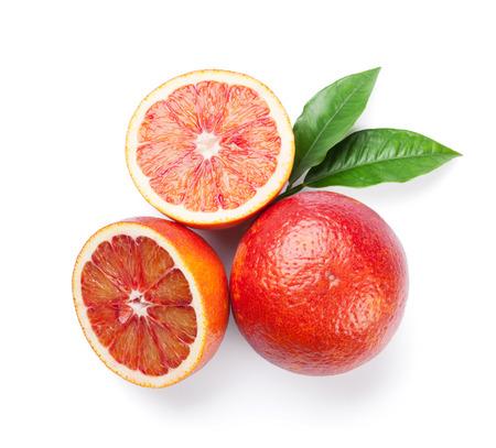 naranja: Naranjas rojas maduras frescas. Aislados en fondo blanco. Vista superior
