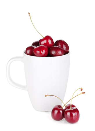 cherries isolated: Ripe cherries in a cup. Isolated on white background