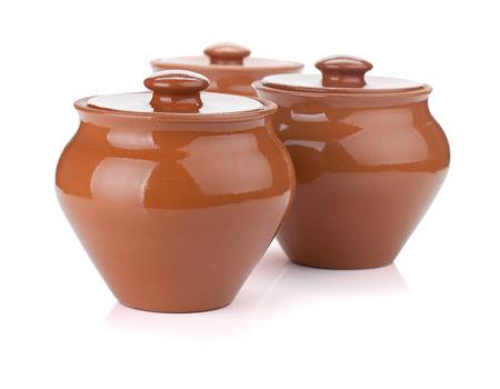 ollas de barro: Tres ollas de barro. Aislado en el fondo blanco Foto de archivo