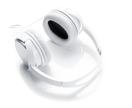 audifonos dj: Auriculares aislados en el fondo blanco