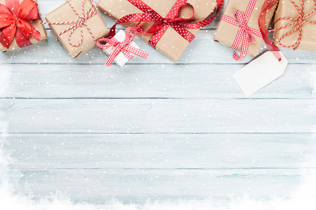 Christmas wooden background with gift boxes and snow. Top view with copy space for text 免版税图像