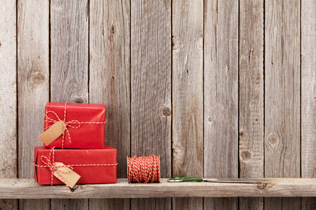 gift boxes: Christmas gift boxes in front of wooden wall with copy space