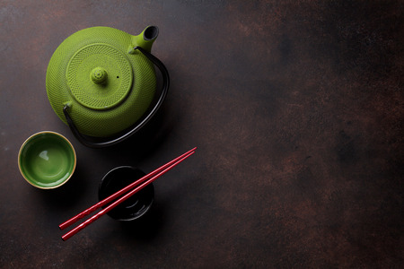 Green teapot and tea cups on stone table. Top view with copy space 스톡 콘텐츠