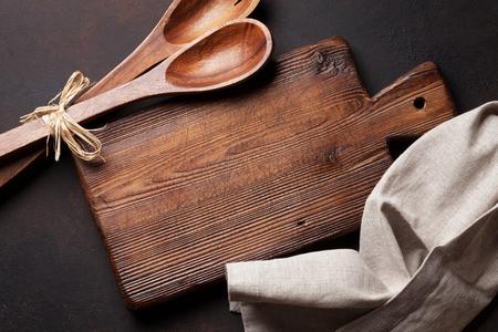 cocina vieja: Old vintage kitchen utensils. Top view