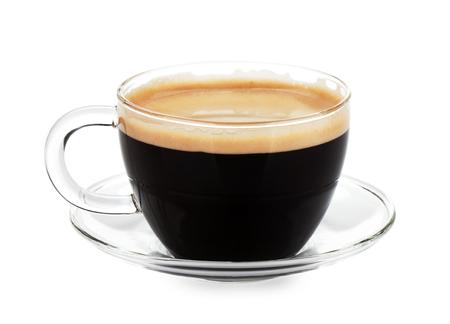 Espresso koffie in glazen beker. geïsoleerd op witte achtergrond