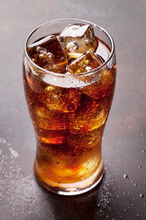 氷でコーラのガラス 写真素材