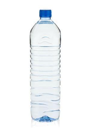 bouteille d & # 39 ; eau à eau gazeuse . isolé sur fond Banque d'images
