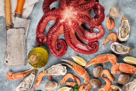 Seafood. Octopus, oysters, lobster, shrimps, clams cooking. Top view Archivio Fotografico - 96757516