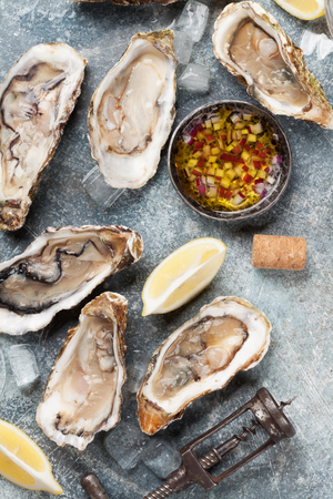 Fresh oysters on stone table. Top view Standard-Bild